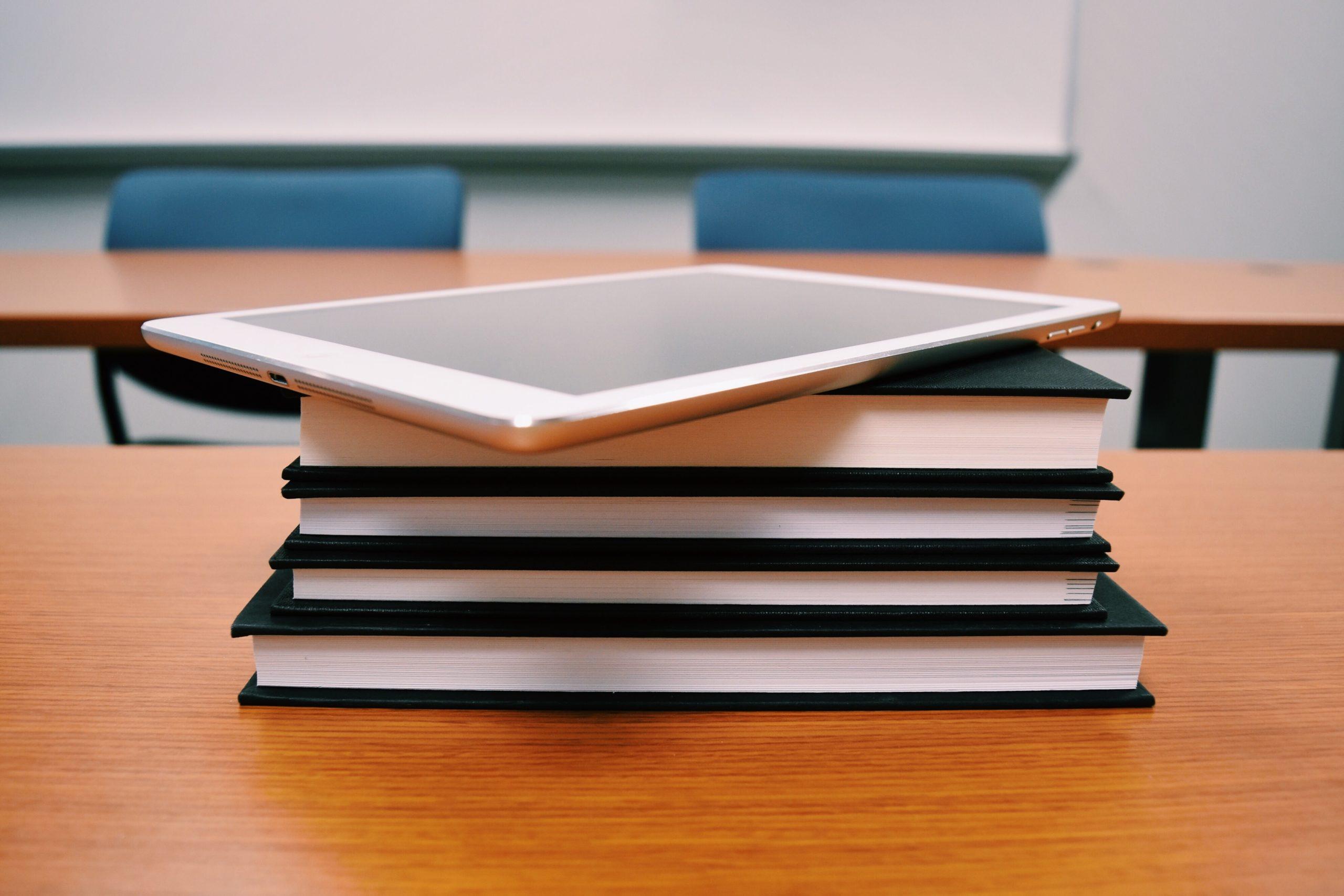 e-læring og bøker sammen hos eKurs Norge